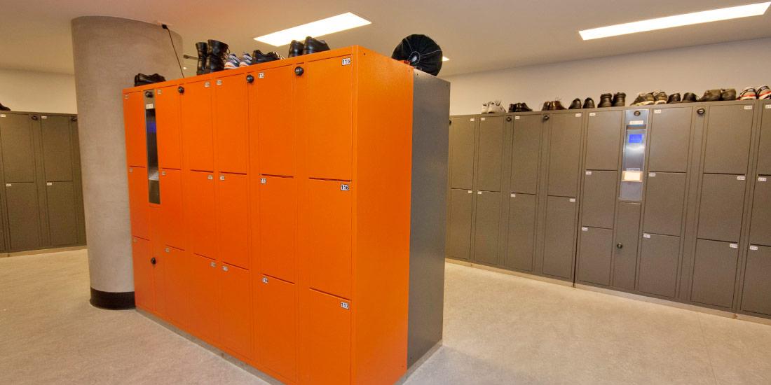 ban-home-hang-locker